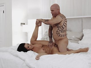 Supplicant with tall inches pleases brunette mature with impeccable sexual intercourse