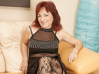 Matured Redhead Loves To Work Her Hairy Pussy - MatureNL