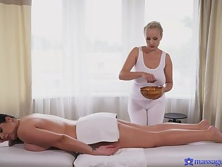 Curvy BBW enjoys Sensual Massage from Underwriter Wicky
