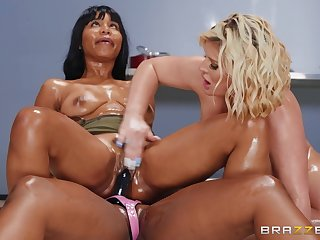 Interracial threesome orgy with couple of BBWs