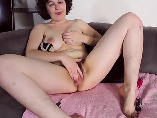 Nerdy Old lady Plays With Her Hairy Pussy